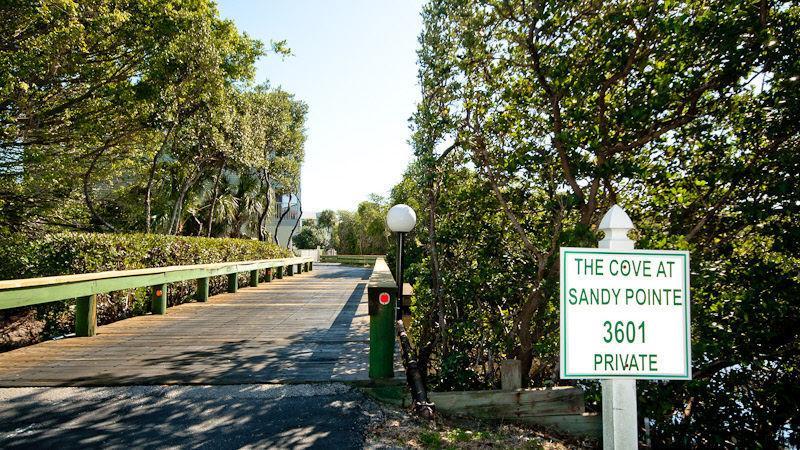 Privé ingang/Mangrove Bay