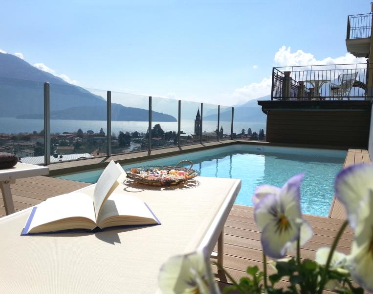The pool with the view of the Lake Como