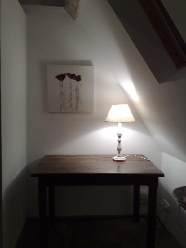 Lettres secrètes - Secrétaire dans la chambre à coucher à l'étage