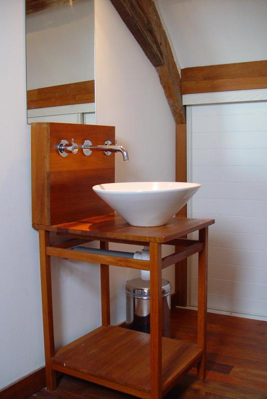 Douche & sanitaires dans la chambre à coucher à l'étage