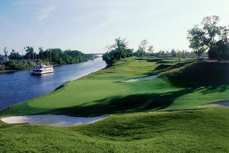 Cuatro campos de golf en el sitio hermosos