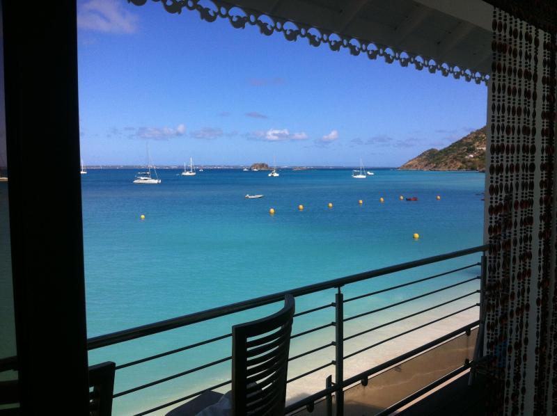 Vista al mar Caribe desde el salón