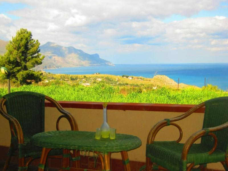 Villa Antonella - Holiday house with pool for 8 persons, holiday rental in Castellammare del Golfo