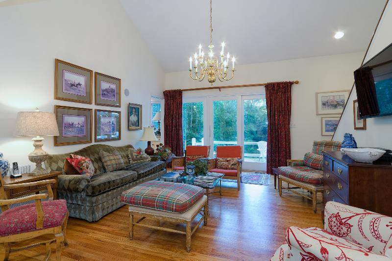 Gran salón: generoso, cómodos asientos, 9' puerta de cristal & plana pantalla TV. Espacio perfecto para familias.