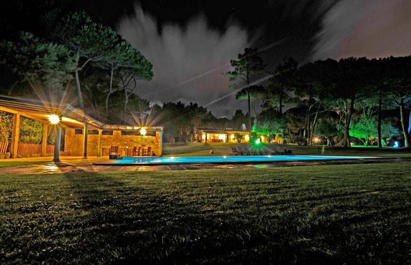 Villa com jardim de luxo, holiday rental in Magoito
