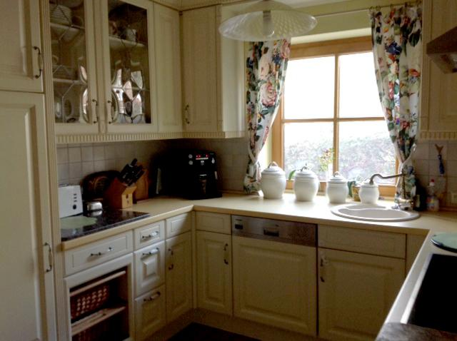 Kitchen - Sink, Dishwasher, Refrigerator