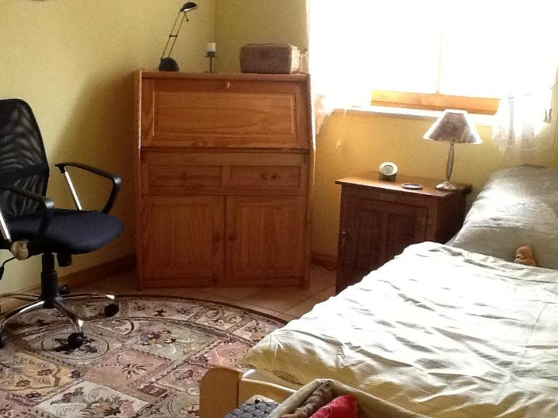 2nd room with trundle bed