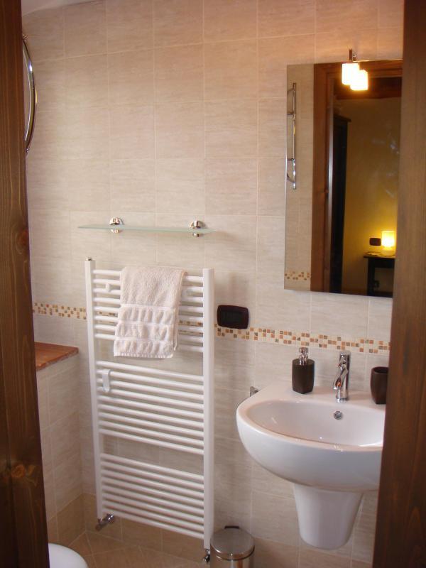 Rondine en-suite bathroom