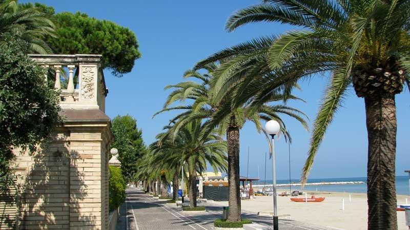 Porto San Giorgio - blue flag sandy beaches 25km away
