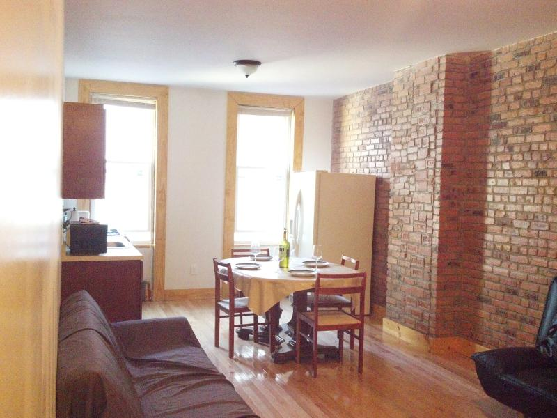 2 Bdrm GreatBrooklyn Bushwick apartment #1, vacation rental in Brooklyn