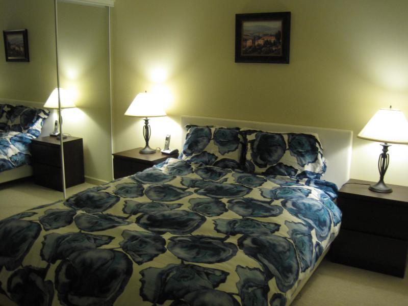 Splendido letto comodo di Sears & materasso