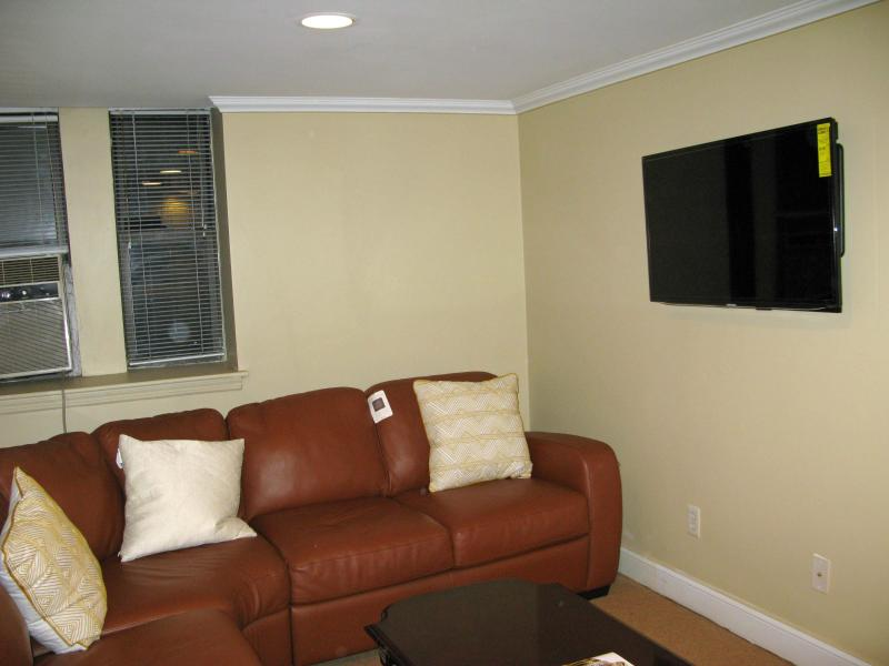 living room, with flat screen  40 ' TV