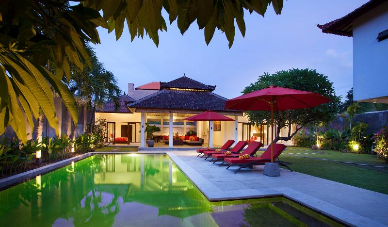 Villa Alma next to beach, shops and restaurants, holiday rental in Legian