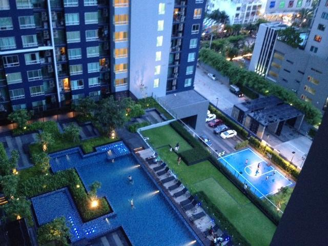 1 Bed Fully Furnished Condo with free wifi, 10 minute walk to Onnut  BTS station, vacation rental in Samut Prakan