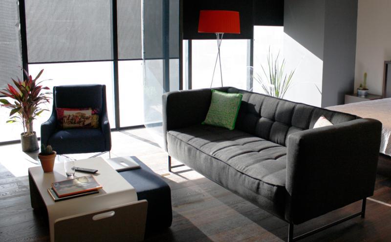 Aproveite este novo apartamento de estilo loft com todas as comodidades para uma viagem curta ou prolongada, para o prazer.