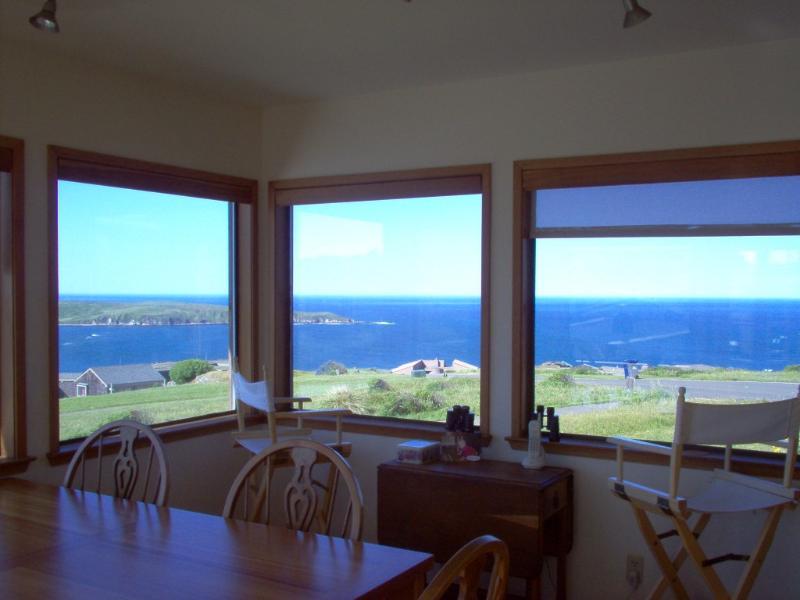 Vista dalla sala da pranzo è di Beautiful Tomales Bay. Seggiolini tavolo 12