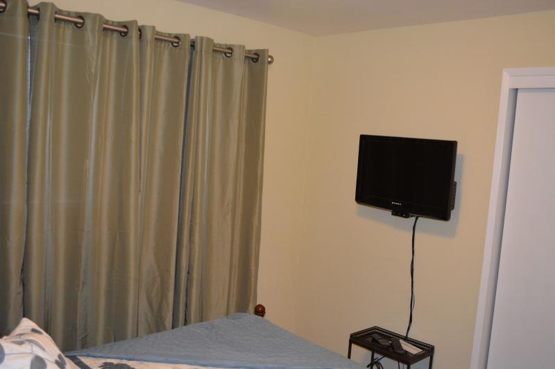 Queen Bedroom w/TV/DVD player