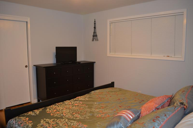 King Bedroom w/Dresser & TV