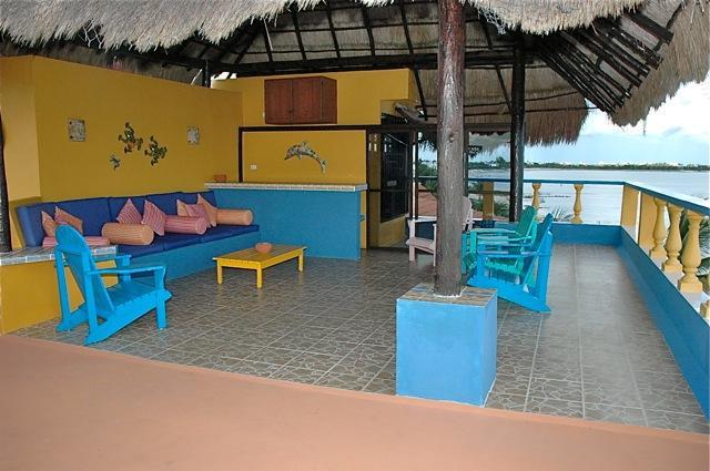 Tejado de la sala de estar con bar, piscina de inmersión techo y baño