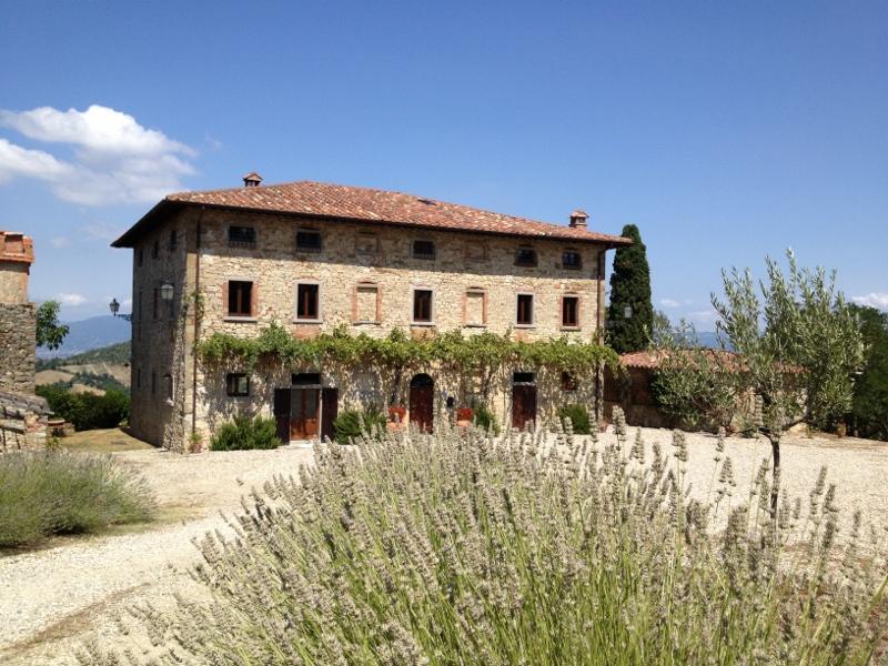 Palazzo Prugnoli, Villa in Umbria, Sleeps 18, Pool, holiday rental in Perugia