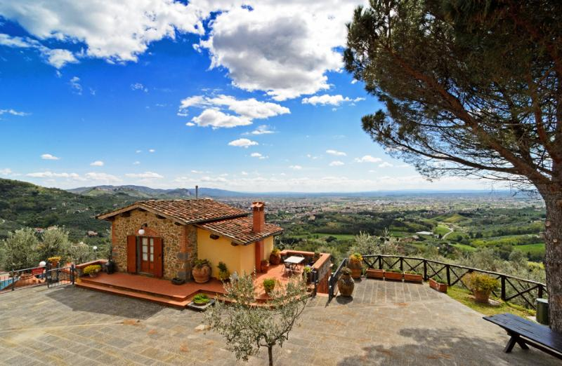 B&B I SETTE BORGHI -APARTMENTS WITH AMAZING VIEW, holiday rental in Colle di Buggiano