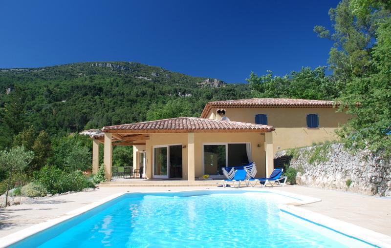5 bedrooms each one with private bathroom  private pool, location de vacances à Bargemon