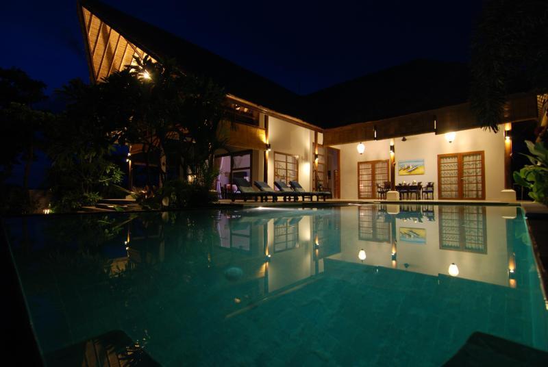 Villa le soir