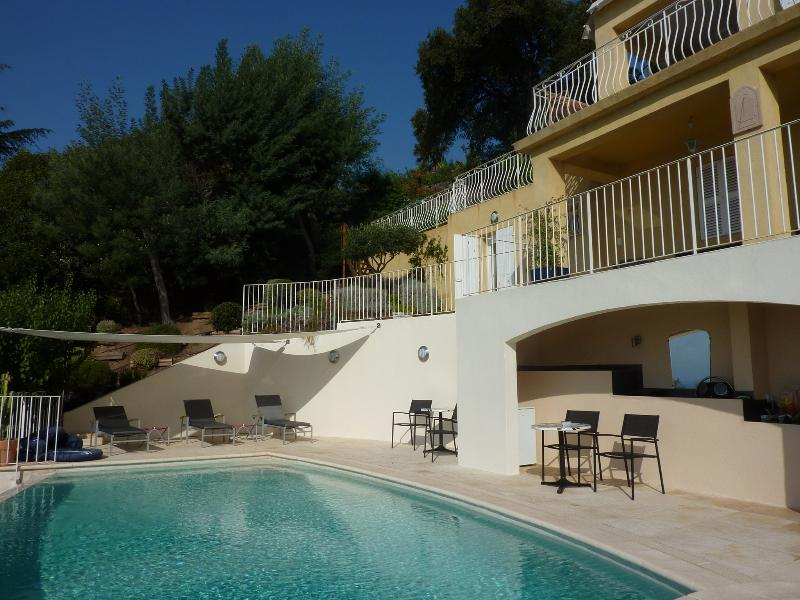 5 Bedroom Villa with a Hot Tub, in Rayol Canade, French Riviera, holiday rental in Rayol-Canadel-sur-Mer