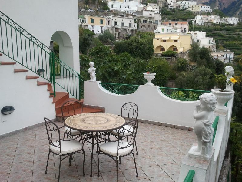 GERRY  APARTMENT with stunning view, location de vacances à Amalfi