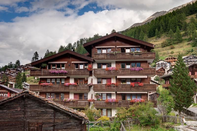 Apartamento T3 com lareira e ampla varanda virada a sul e Matterhorn vista.