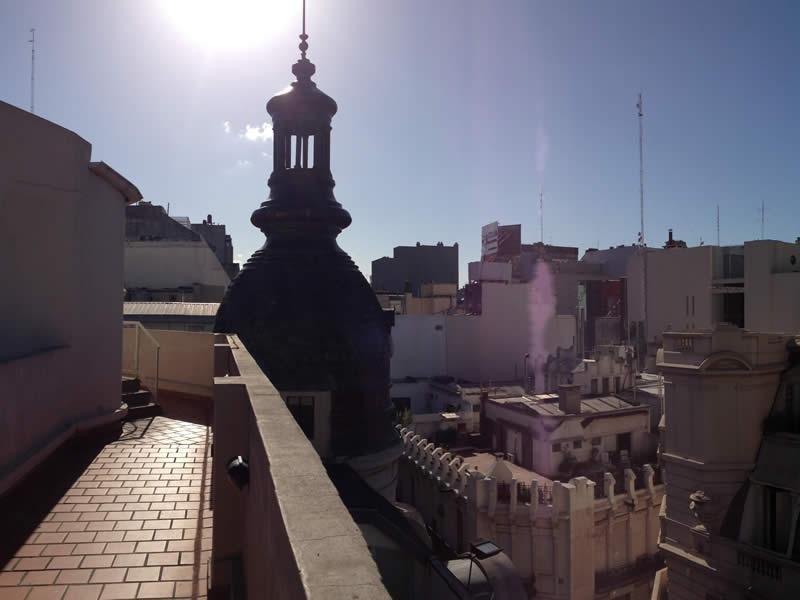 Koepel die het gebouw kroont, gezien vanaf terras