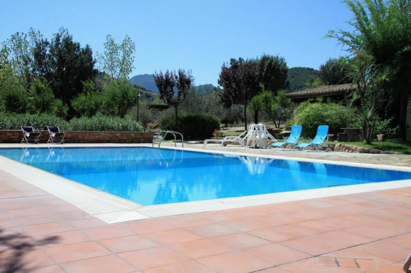 Villa Melissa, swimming pool and tennis court, vacation rental in Cardedu