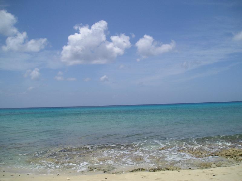 Tempo per una nuotata. La spiaggia è spento proprietà a pochi minuti di distanza