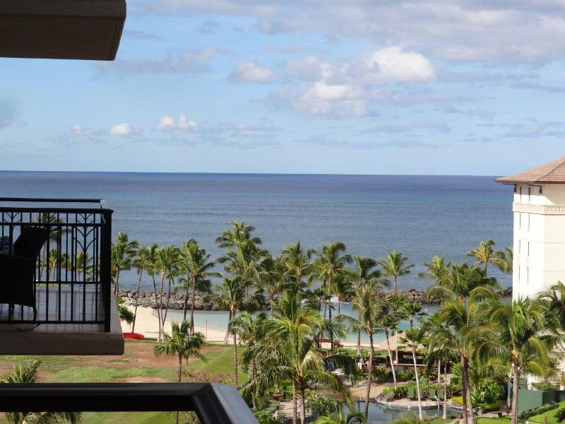 View the Pacific Ocean from your lanai