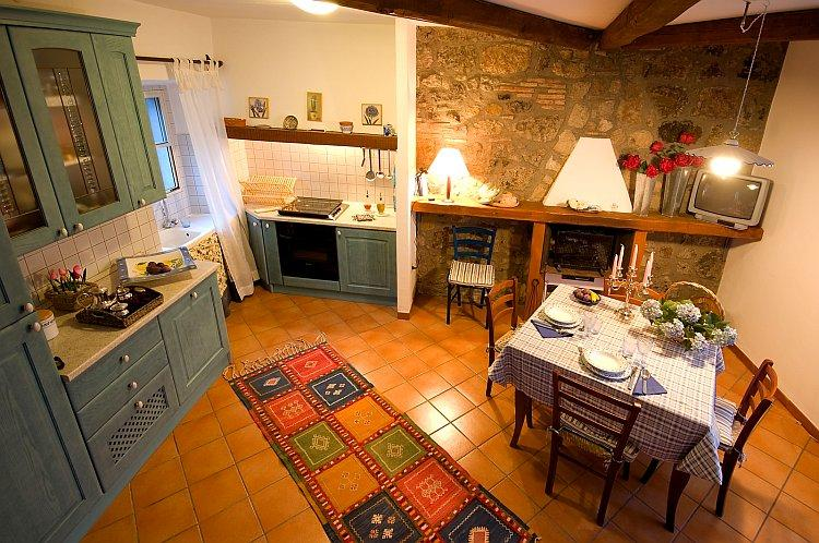 Blue House in the Tuscia area - Quiet Position, Panoramic Views, Ferienwohnung in San Michele in Teverina