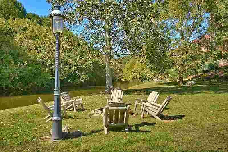 Appleview River Resort Riverside Firepit