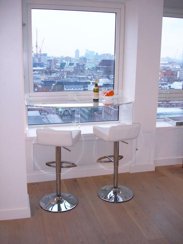 Plexiglass Bar overlooking central London