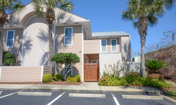 Beach Pointe Destin Florida Sleeps 6., holiday rental in Destin