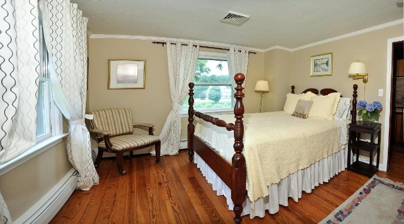 Twilight Suite - Room 1 of 2, water views, 2nd floor, queen, private Jack and Jill bathroom