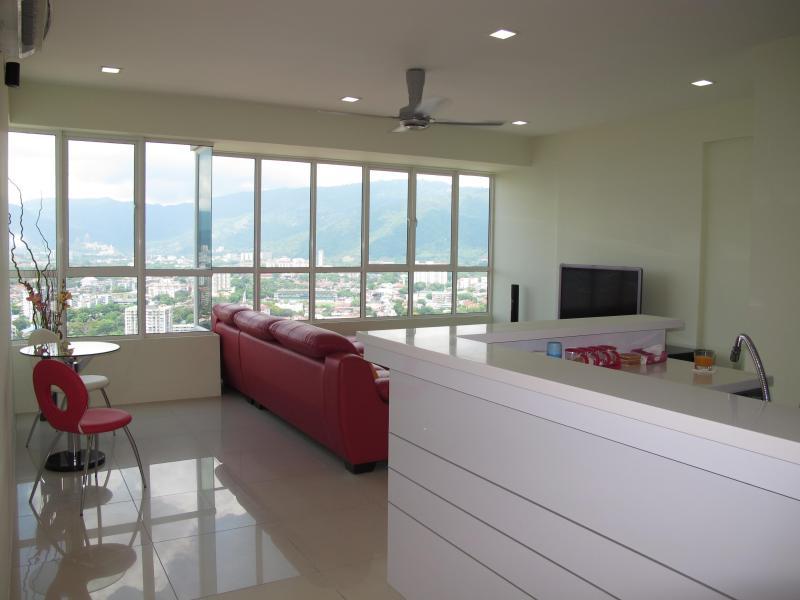 New 2 bedrooms apartment in George Town, Penang., location de vacances à Sarawak