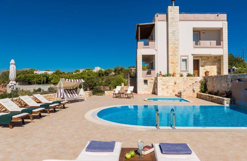 Oneiro Seaview 5BR Villa, Kalathas Chania, holiday rental in Kampani