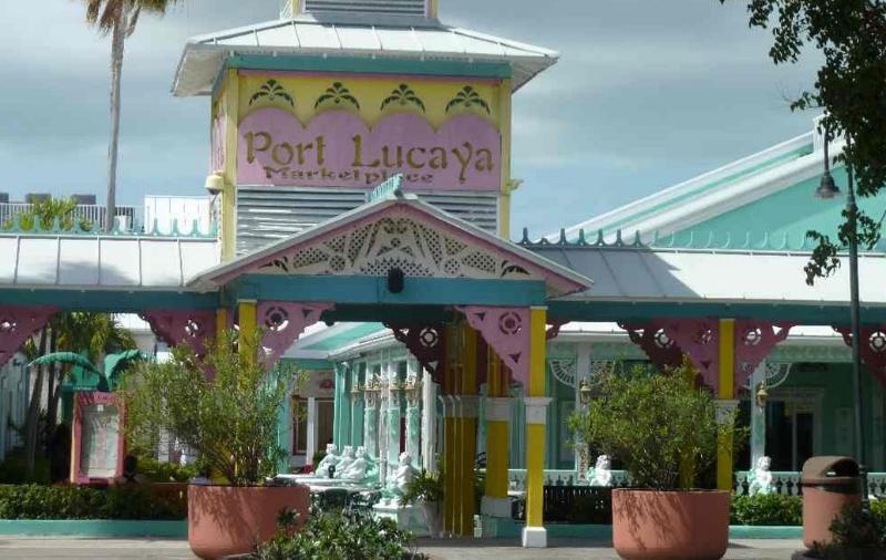 Port Lucaya Market Place 10 minute beach walk