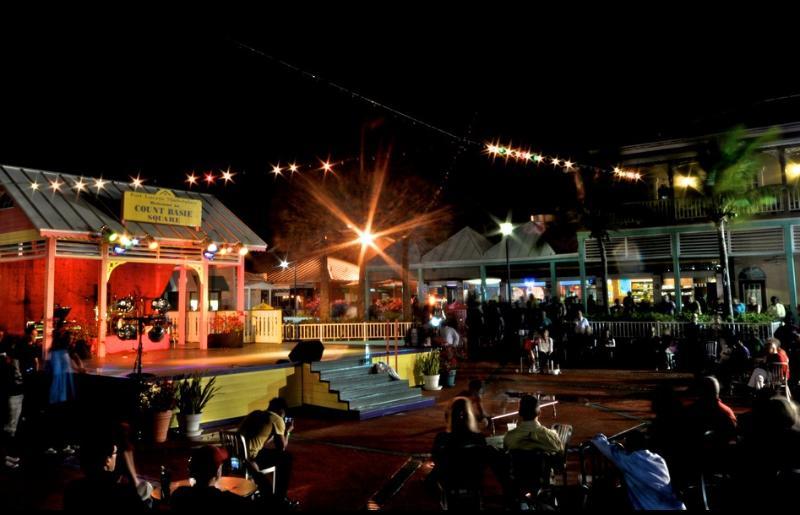 Port Lucaya Friday & Saturday live music and dancing