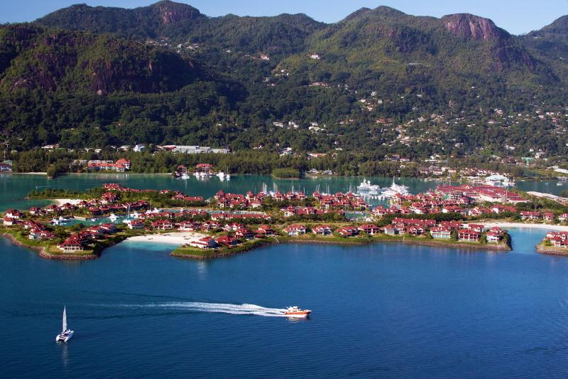 Eden Island - Seychelles Luxury self catering apartment, Marina View, casa vacanza a Isola di Eden
