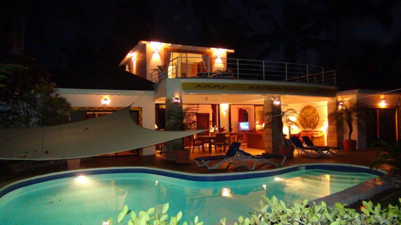 casa Inca by night