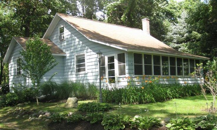 Spring into Summer!! Cozy Cottage, near Saugatuck MI, vacation rental in Glenn
