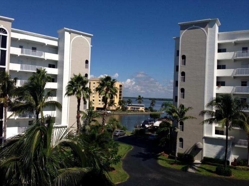 Casa Marina Corner Condo ~ Paradise!, holiday rental in Fort Myers Beach