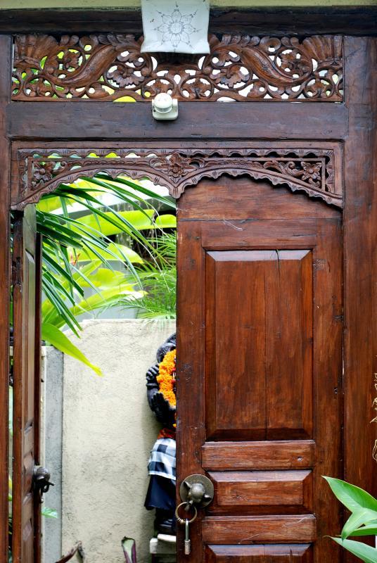 Wlcome! Here is the front door... Beautiful woodwork.