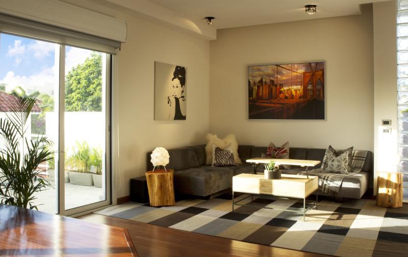 Italian Designed Ocean Villa, holiday rental in Toa Baja