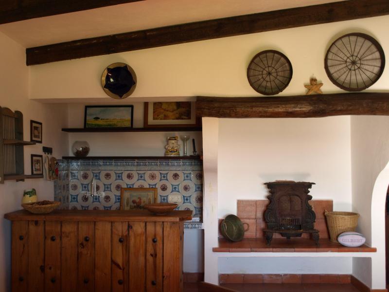 La cuisine et la salle de la cheminée